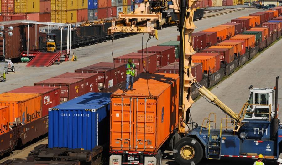 Amerykańskie porty inwestują w kolej