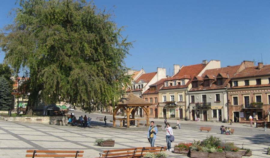 Do Sandomierza jest jeden pociąg. To się zmieni
