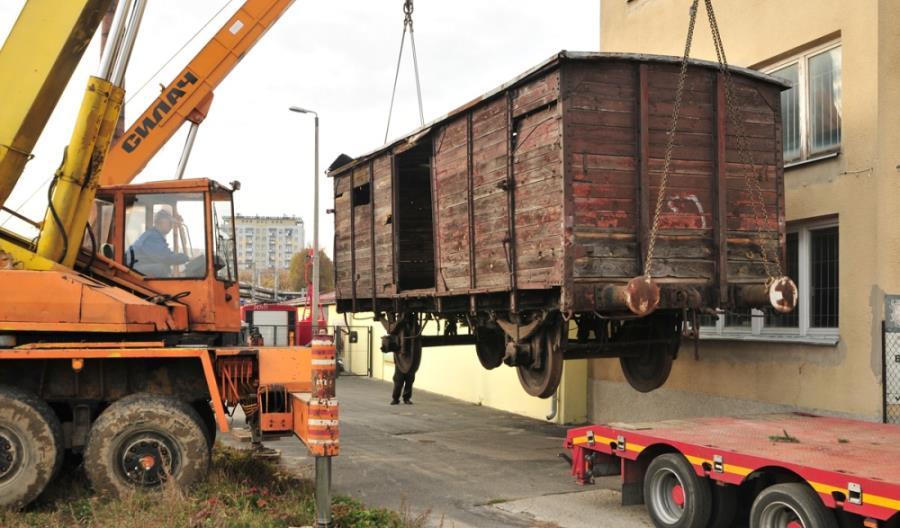 Rzeszów: Uratowano zabytkowy wagon