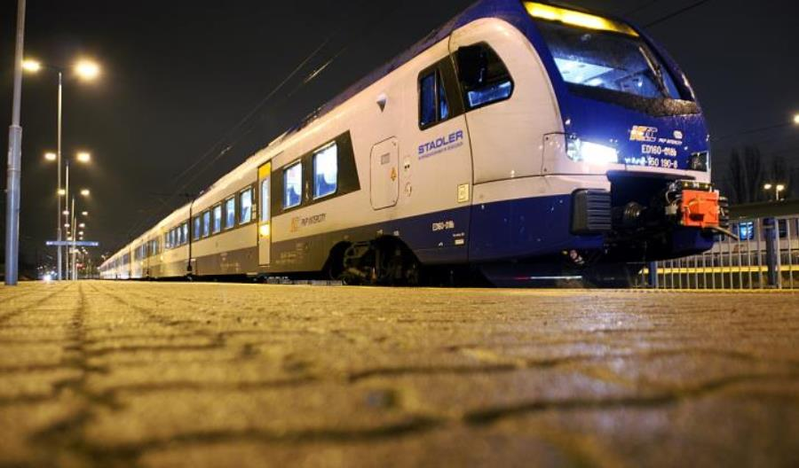 Krajobraz po burzy: Gigantyczne opóźnienia, odwołane pociągi [aktualizacja]