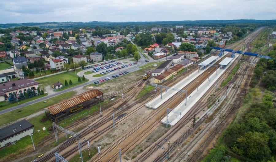 Pijany maszynista sprawcą zderzenia pociągów i wykolejenia czterech wagonów