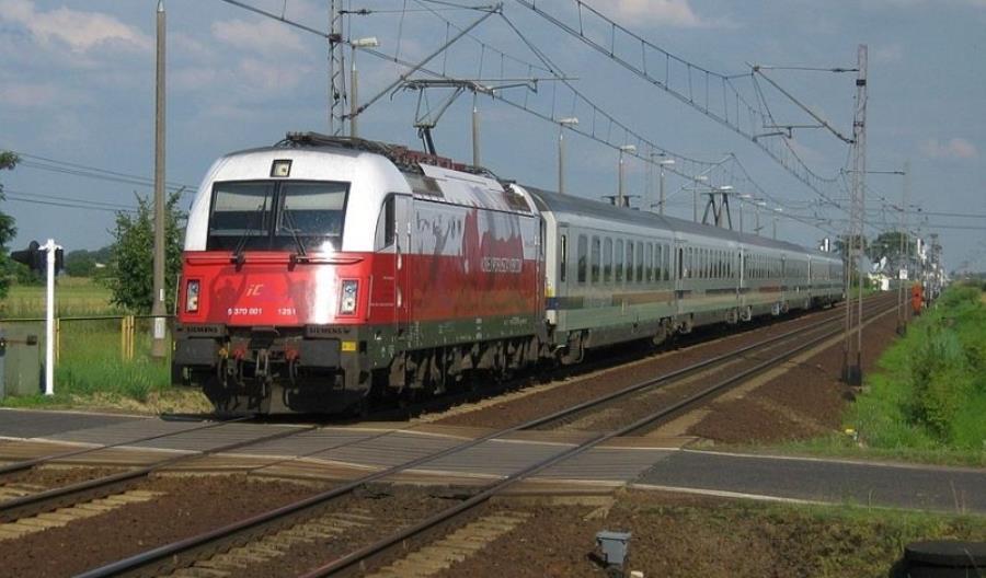 20 lokomotyw PKP IC w polskich barwach na 100-lecie niepodległości