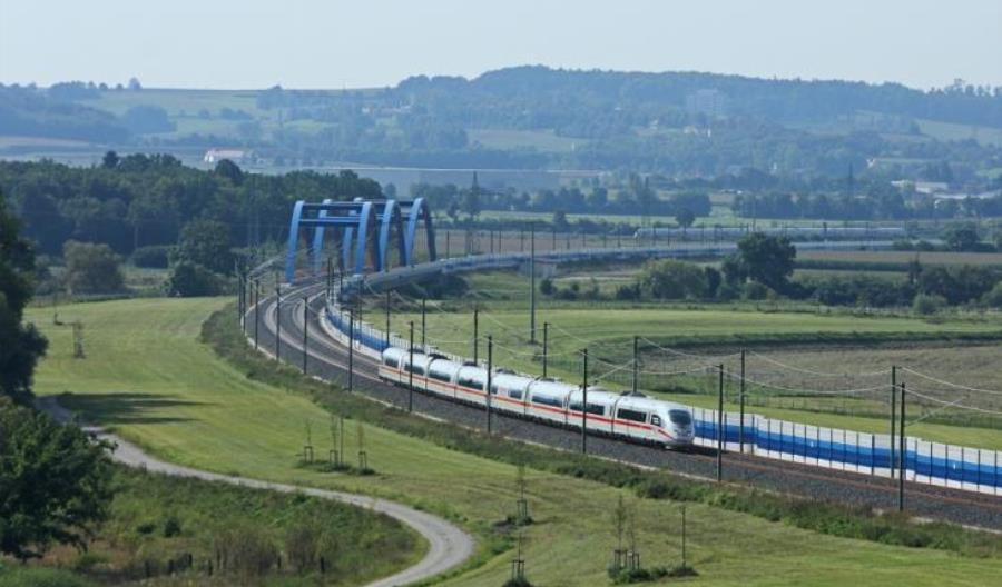 Sukces KDP Berlin-Monachium w przewozach pasażerskich, wielkie fiasko w towarowych