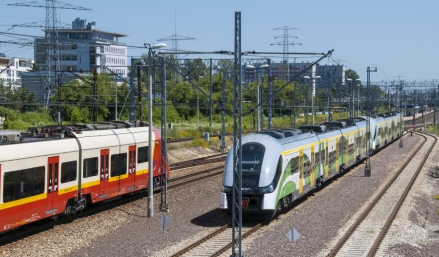 Kombud z dwiema umowami w Warszawskim Węźle Kolejowym