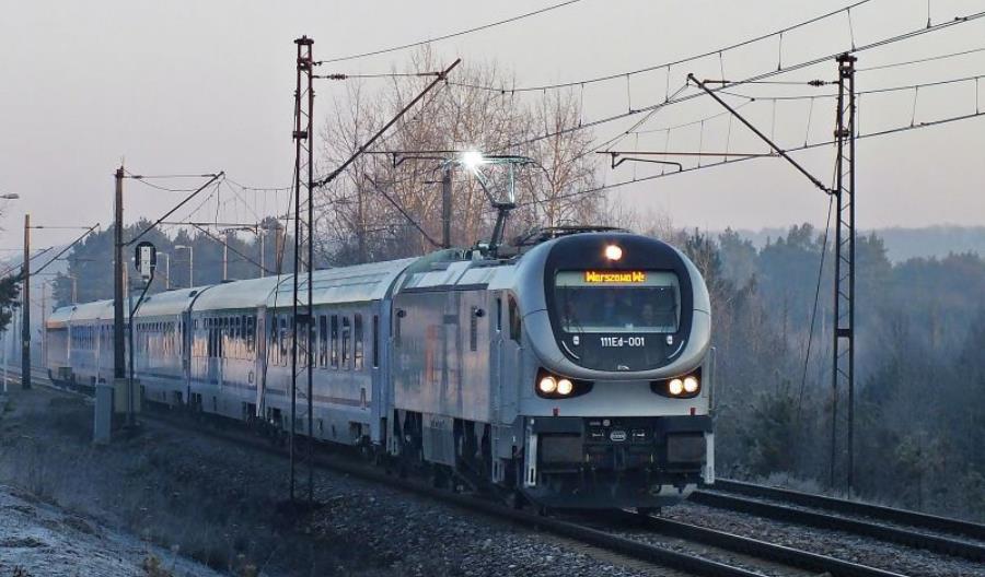"""PKP Intercity tłumaczy ogromny spadek punktualności """"czynnikami losowymi"""""""