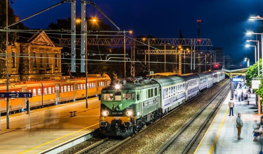 Udane wakacje zatrzymały spadkowy trend w kolei pasażerskiej