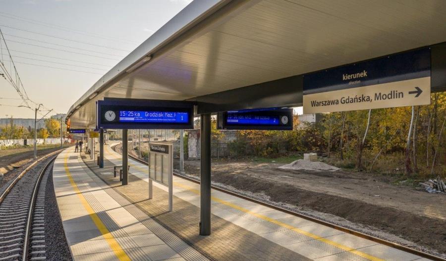 Co z budową informacji pasażerskiej na stacjach?