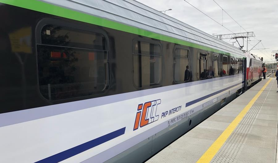 Pierwsze 10 wagonów 174A zmodernizowanych przez FPS w PKP Intercity