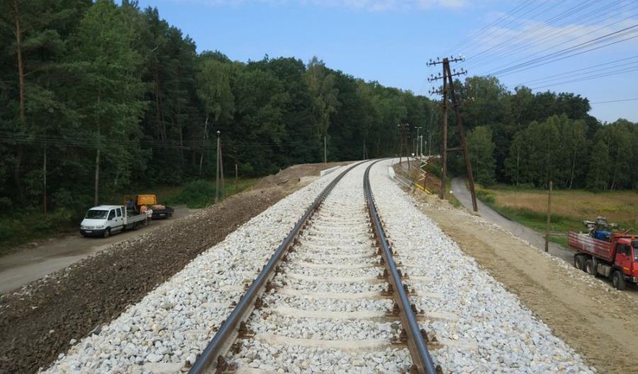 Rewitalizacja linii kolejowej Opole – Nysa zbliża się do półmetka