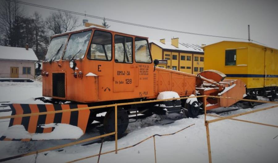 PLK: Wysłużony kolejowy sprzęt pomoże w nauce i przypomni historię