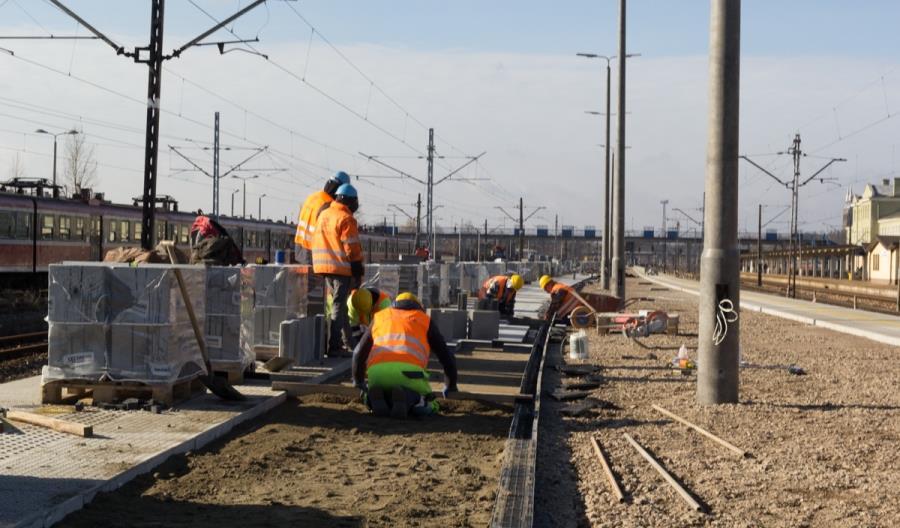 Świętokrzyskie: PLK budują nowe perony