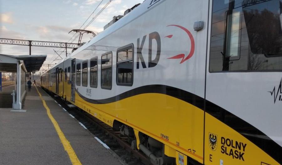 PLK zdążyła naprawić nasyp; pociągi wróciły na trasę Wrocław – Krotoszyn