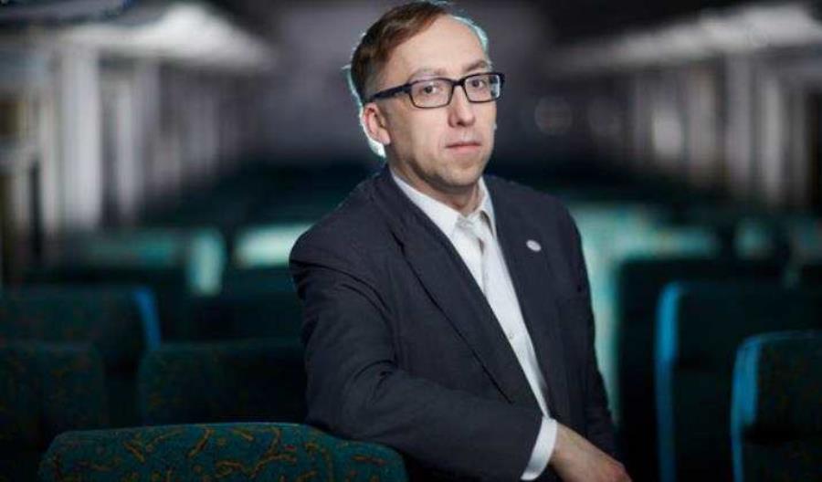 Sąd: Jakub Karnowski może opuszczać Polskę