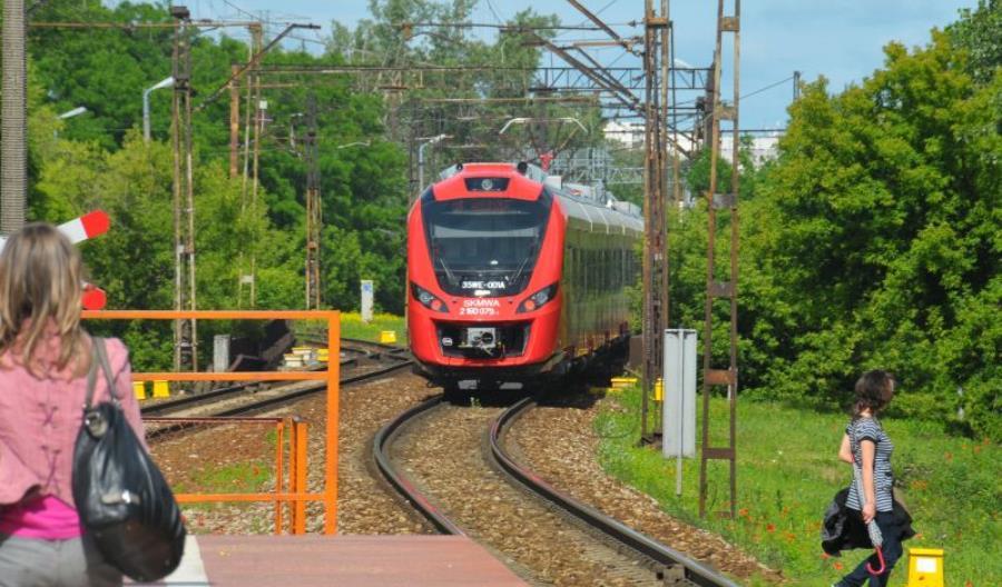 Niełatwo jeździć koleją po Warszawie
