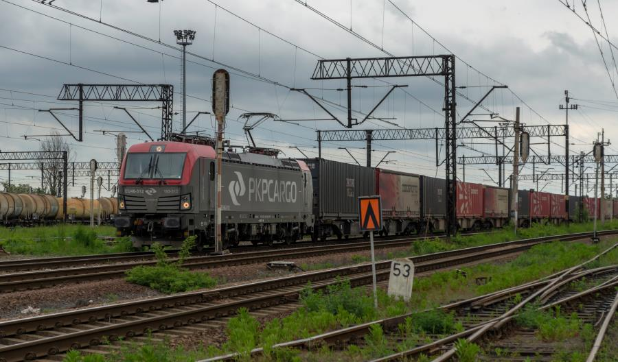 PLK zleci przebudowę sieci trakcyjnej na linii od Raciborza do Chałupek