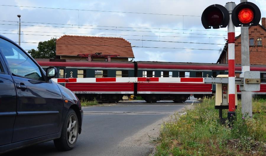 Forum Bezpieczeństwa Kolejowego: Będzie bat na kierowców łamiących przepisy na przejazdach