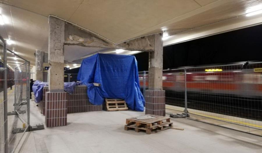 Pasażerowie poczekają na tunele na linii 447 kolejne kilka miesięcy