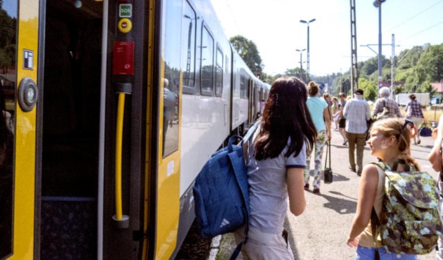 Dłuższe pociągi KŚ na majówkę