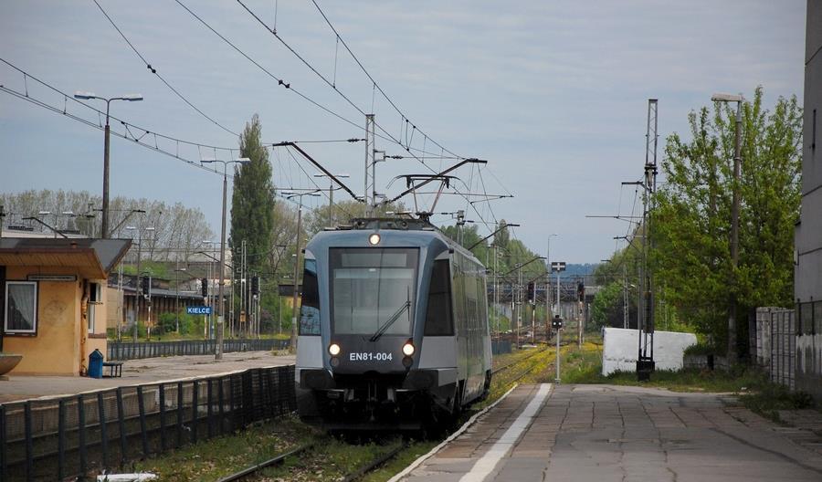 """Ministerstwo Infrastruktury w sprawie modernizacji linii 8 przyjmuje """"optymistyczne założenia"""""""