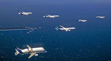 Specjalny przelot na 50 lat Airbusa (ZDJĘCIA)