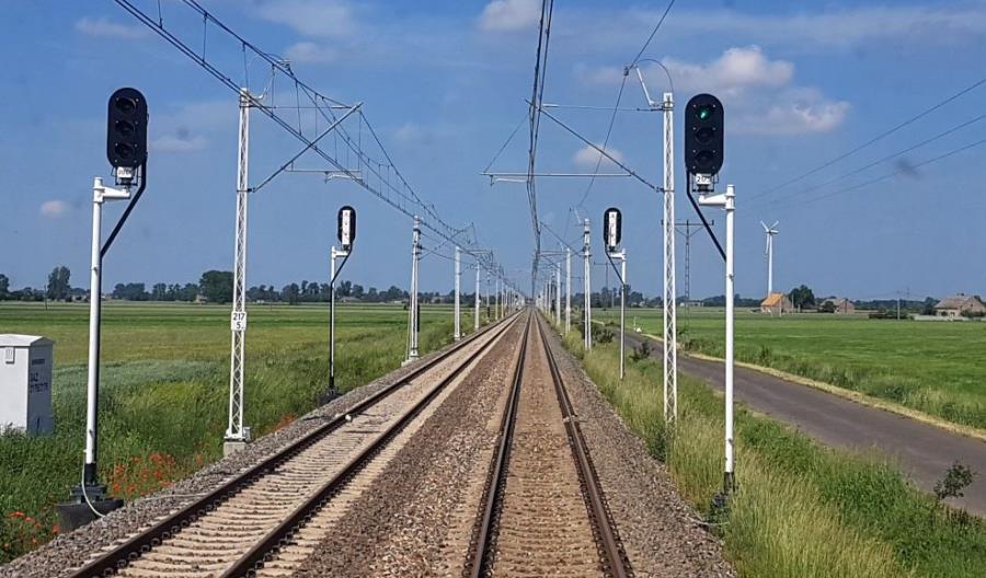 Pociągi wracają na E20. Są problemy na budowie