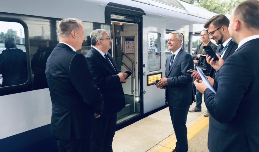 Ministrowie zainaugurowali mObywatela w PKP Intercity