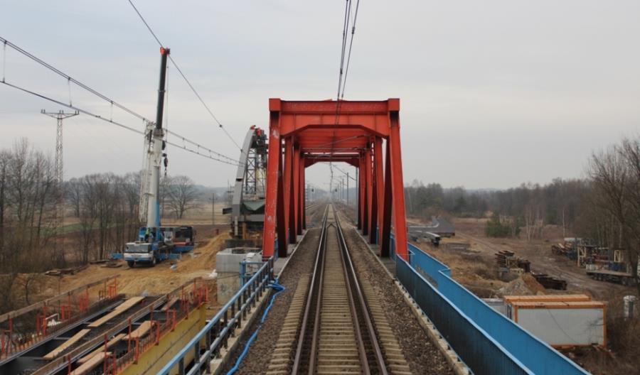 Przęsła mostów z CMK zostaną przeniesione na linię kolejową Łuków – Radom