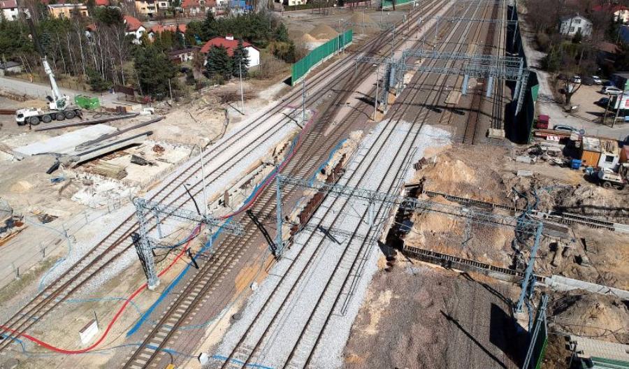 Tragiczny wypadek na stacji Grodzisk Mazowiecki. Pracownicy PLK zginęli na torach