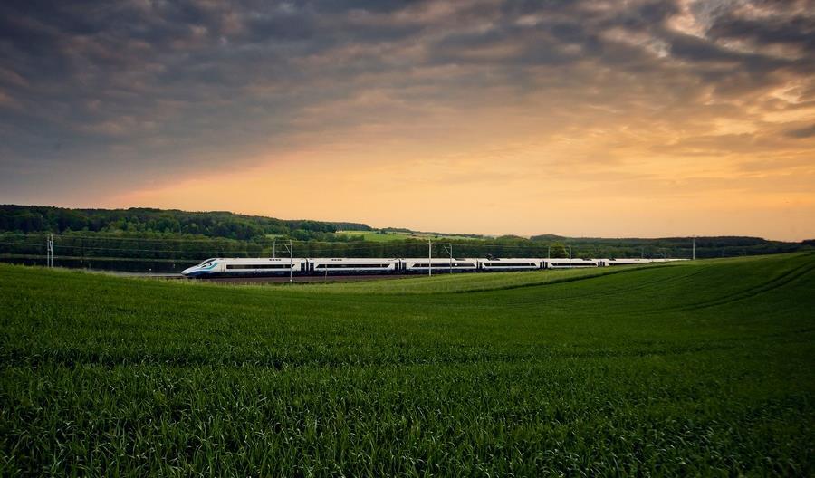 W wakacje pociągami PKP Intercity znów pojechało więcej pasażerów