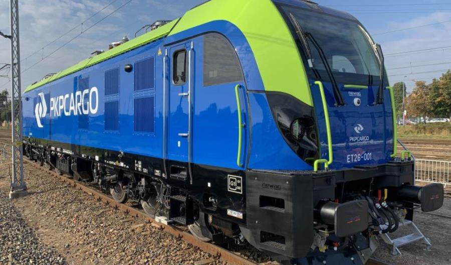 Newag przekazał PKP Cargo pierwszego z 31 nowych Dragonów
