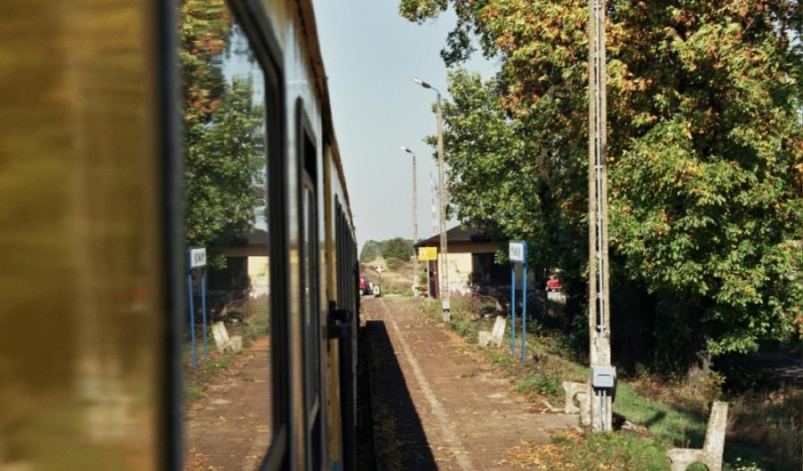 """Łódzkie: Niektóre perony na """"Węglówce"""" zostaną. Na linii 146 już są zlikwidowane"""