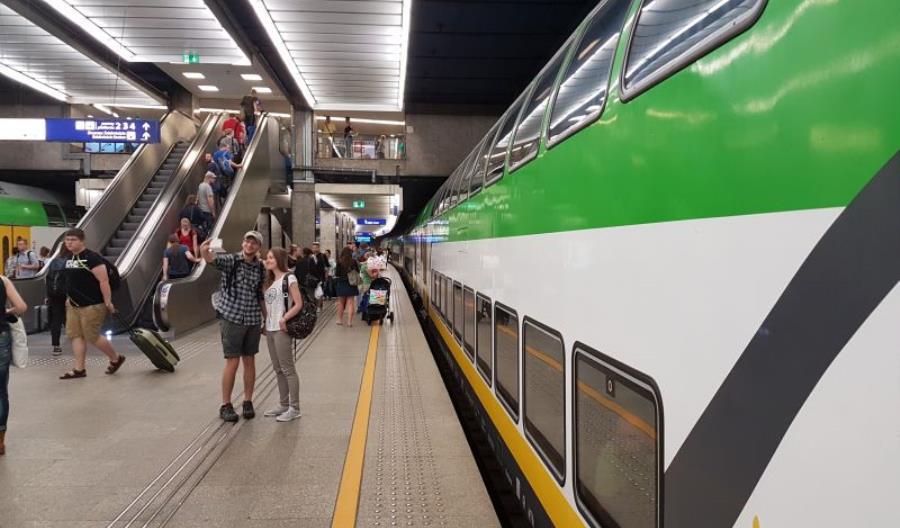 Dlaczego Ostrołęka ma tylko jeden bezpośredni pociąg do Warszawy?
