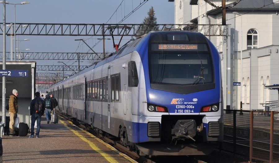 PKP Intercity uruchomi dodatkowe pociągi w okresie świątecznym