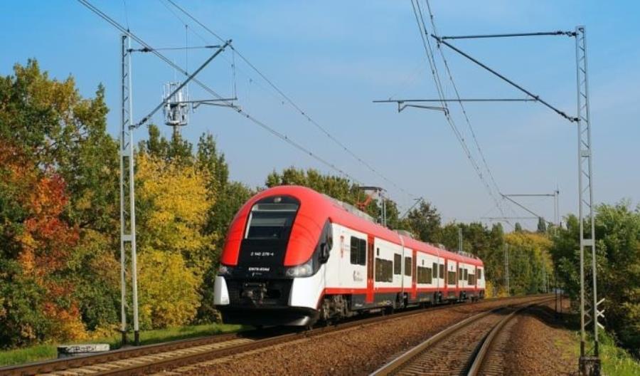 Koleje Wielkopolskie też wprowadzają bilety miesięczne za złotówkę dla służby zdrowia