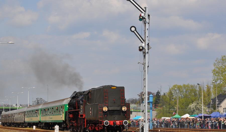 Parowozy zamiast spalinowych zespołów trakcyjnych na części kursów z Leszna