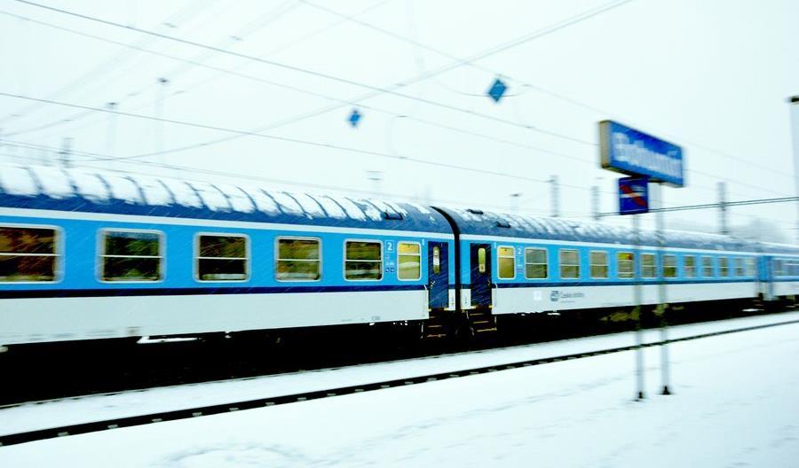 Koronawirus w Polsce. Kontrole sanitarne w pociągach i autobusach międzynarodowych