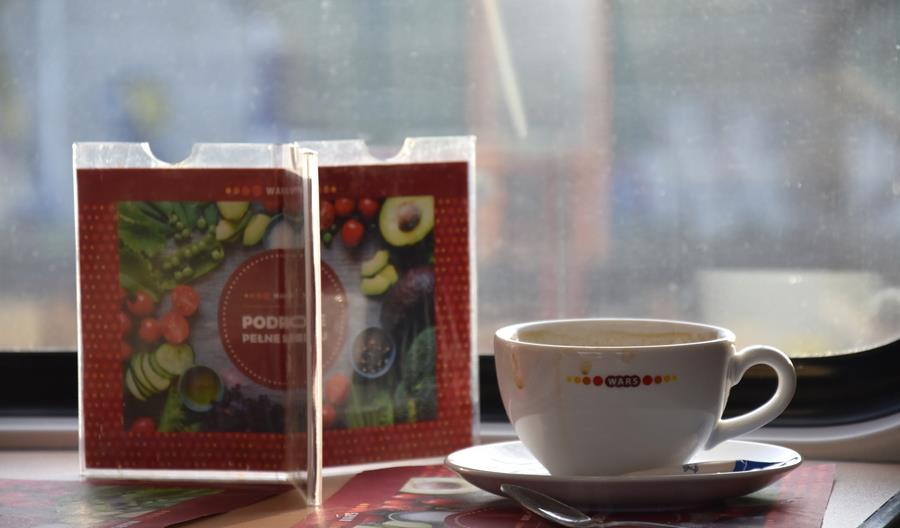 """Posiłki """"na wynos"""" w PKP Intercity w pojemnikach z trzciny. Możliwa kawa do własnego kubka"""