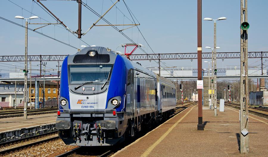 Znikoma frekwencja w pociągach PKP Intercity. Pendolino i ekspresy wstrzymane do odwołania