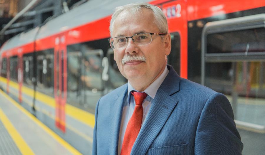 Walka z pandemią COVID-19 i wpływ, jaki wywiera ona na przewoźników kolejowych