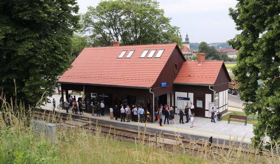 Głuchołazy bez krajowych pociągów. Czeskie mijają wyremontowany dworzec