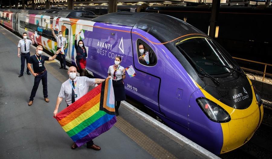 """Tęczowe wagony na brytyjskich torach. """"Promujemy równe społeczeństwo"""""""