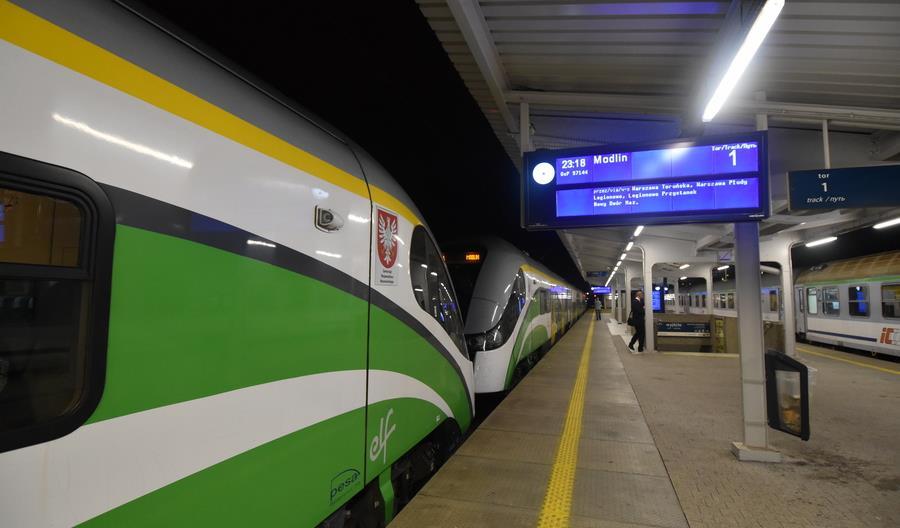 Trzy razy przez Wisłę pociągiem z Lotniska Chopina do Modlina [relacja]