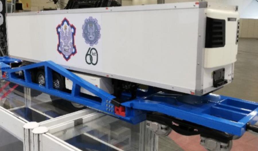 WAT udostępnia obrotowy wagon do przewozu ciężarówek