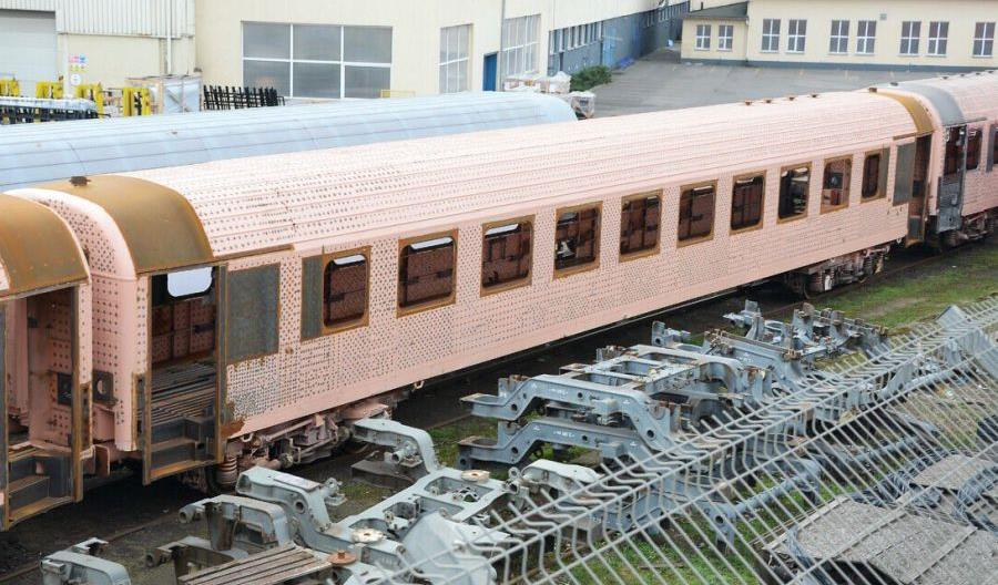 Jest nowy przetarg na modernizację 90 wagonów PKP Intercity
