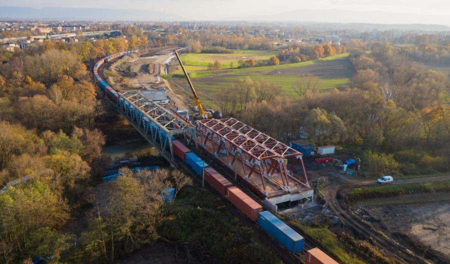 Czechowice-Dziedzice: Kolejowy most już widać nad Wisłą