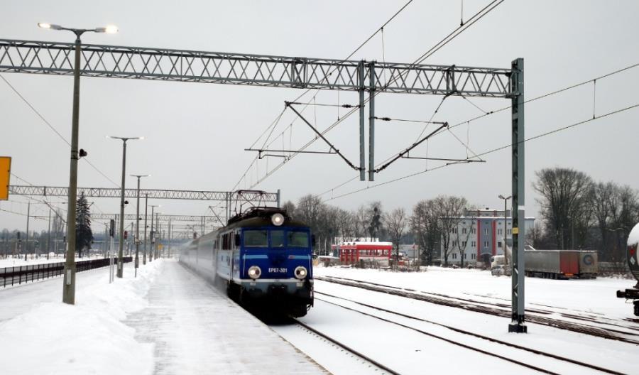 Czy na dogodne połączenia z Łodzi do Kielc poczekamy jeszcze... dziesięć lat?