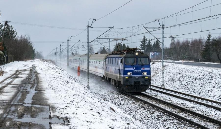 700 akcji służb. PKP PLK podsumowuje poniedziałkowe opóźnienia na kolei [Aktualizacja]