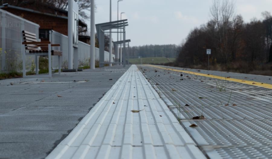 PLK przebudowuje perony w Kujawsko-Pomorskiem, Łódzkiem i w Wielkopolsce