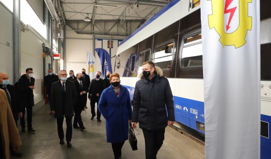PKP Intercity: Unowocześnienie ED74 to komfort dla pasażerów. Dobra współpraca z Pesą