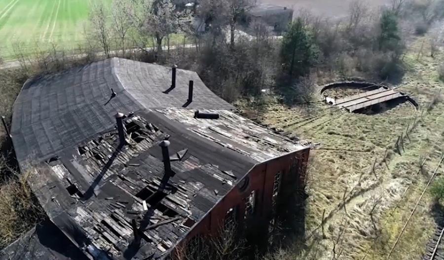 Pasjonaci i konserwator chcą ratować parowozownię w Pruszczu Bagienicy